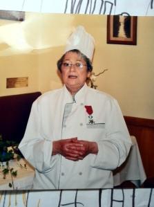 """Mme Ginette Boyer dans son restaurant """"Le Petit Tonneau"""""""
